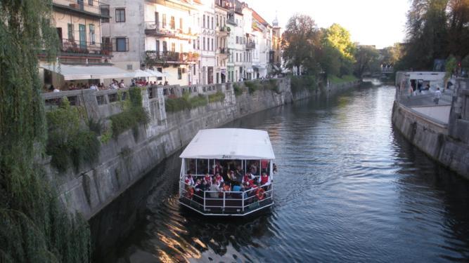 Ogledujete si slike iz kategorije: Koncerti na Ljubljanici 2010